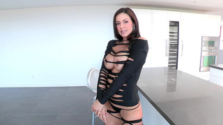 Kendra Lust had on an amazing outfit that accentuated her curves Thumbnail