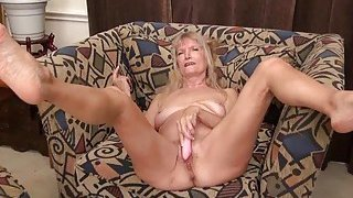 OmaGeiL Hairy Granny Pussy Masturbation Fingering Thumbnail