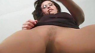 Sexy teaser drills her cunt