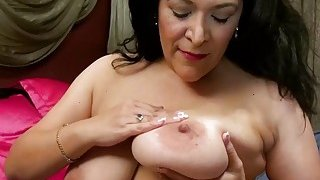 USAwives Super Seductive Mature Chubby Niki Solo
